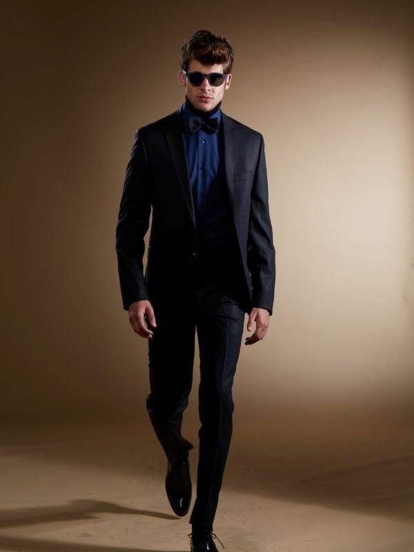 Liemenuotas juodos spalvos kostiumas